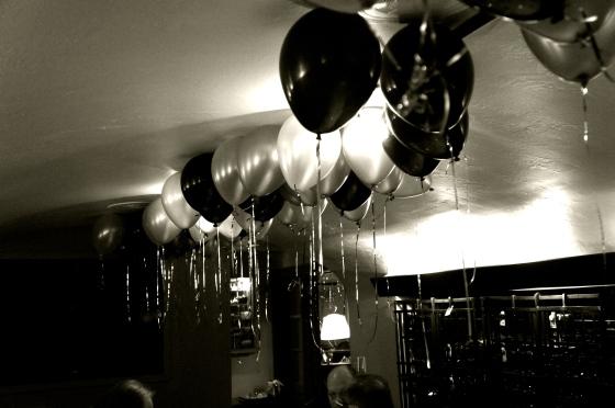 Black + White: Balloons